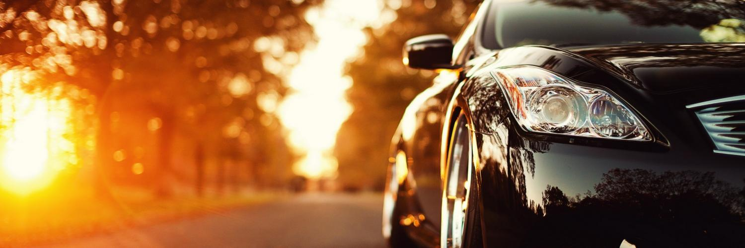 black-shiny-car-in-the-sunshine-hd-autumn-season_2560x1440.jpg